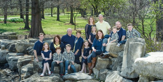 Extended Family Photograph, Portraits taken at St Peters City Park by St Charles Photographer