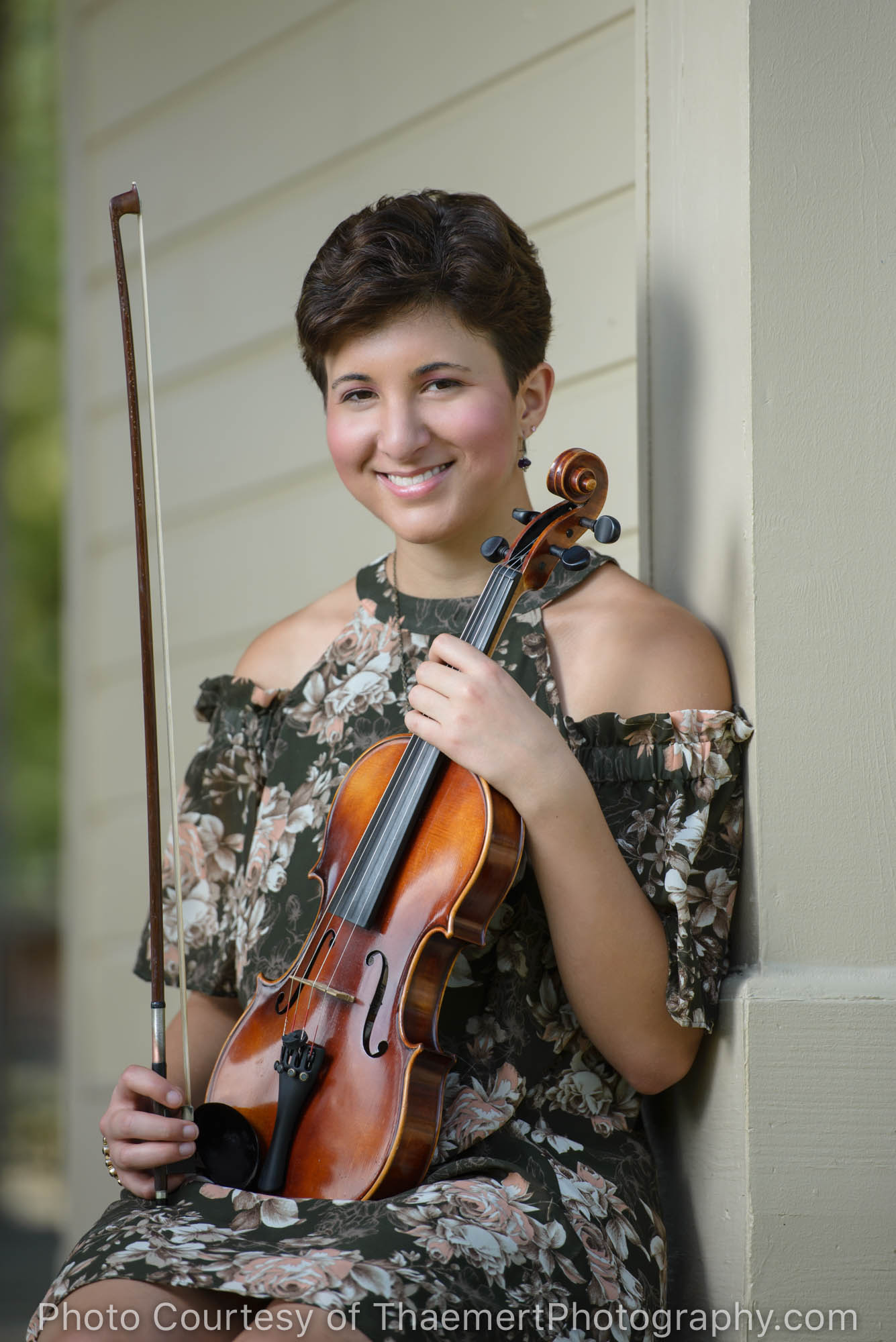 Senior Girl with violin on the stage in Frontier Park