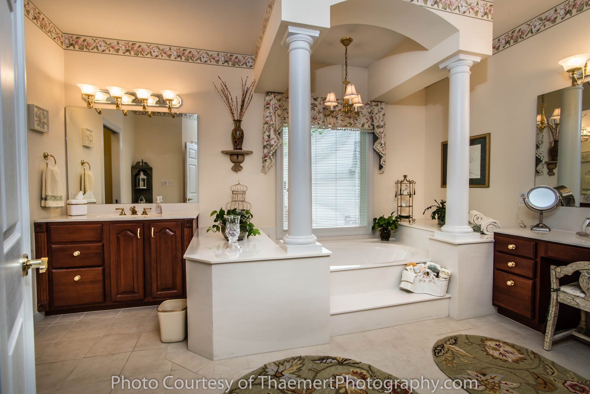 Best St Charles Real Estate Photographer Amazing Bathroom