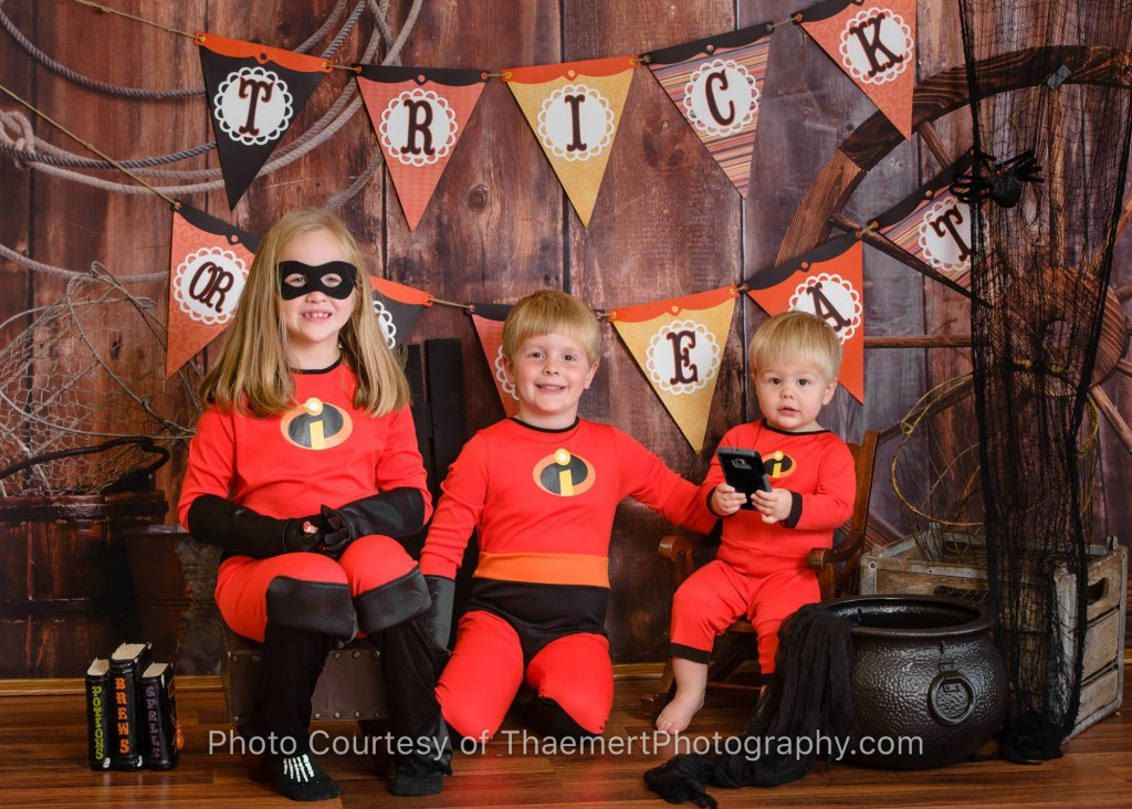 Sibling Halloween photoshoot in St. Charles, MO